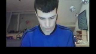 Dutch teenboy cums on cam