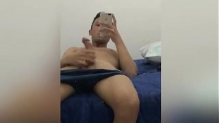 Novinho batendo punheta até gozar na frente do espelho – Matheus Ramos